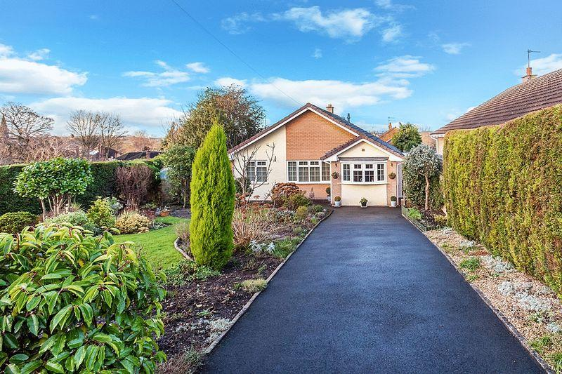 3 Bedrooms Detached Bungalow for sale in Dovedale Close, Buglawton, Congleton