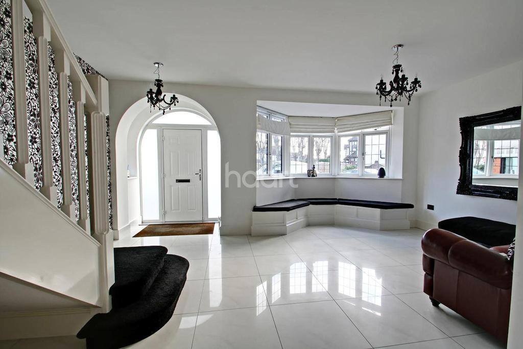 5 Bedrooms Detached House for sale in Castellan Avenue, Gidea Park