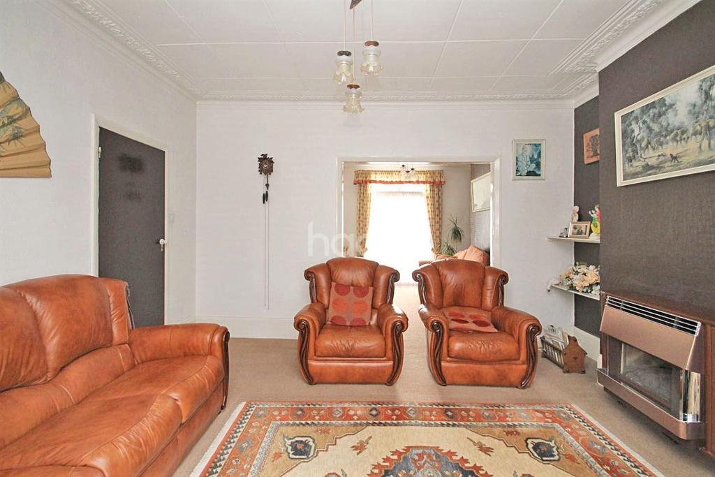3 Bedrooms Terraced House for sale in Henley Road, Ilford, Essex
