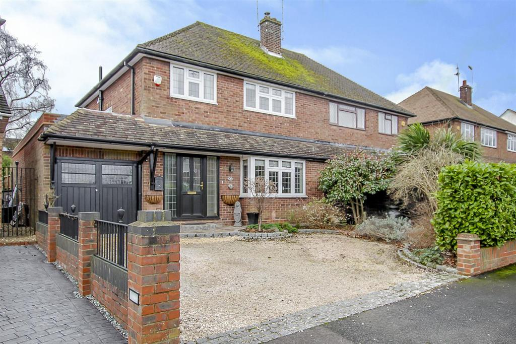 3 Bedrooms Semi Detached House for sale in St Nicholas Grove, Ingrave, Brentwood