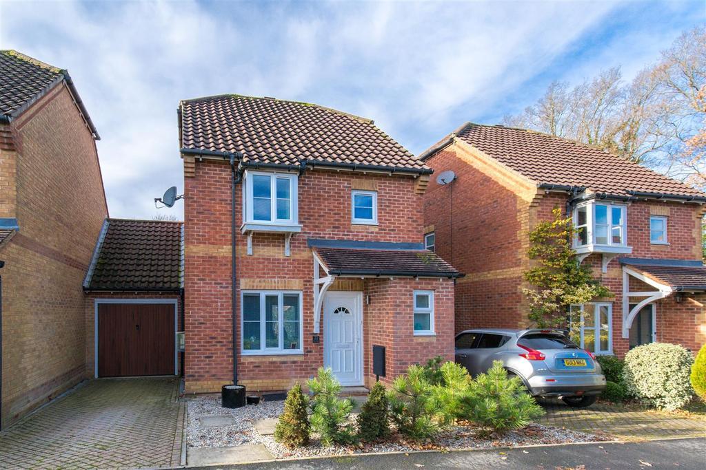 3 Bedrooms Detached House for sale in Elm Way, Heathfield