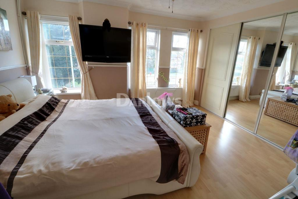 3 Bedrooms Terraced House for sale in Llanfair Road, Penygraig