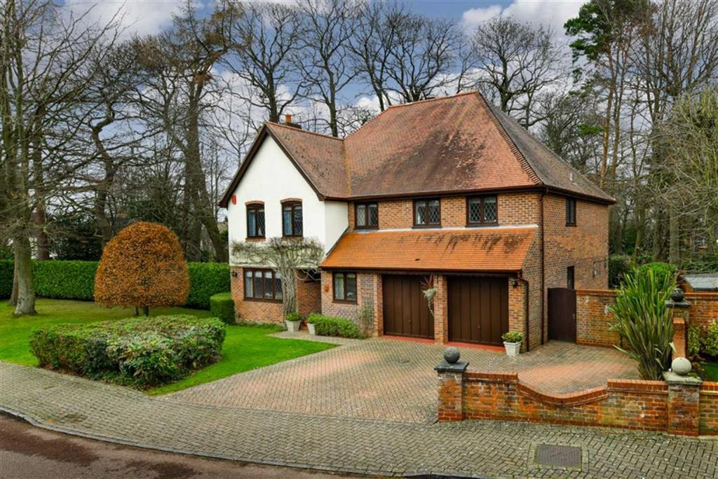 5 Bedrooms Detached House for sale in Harendon, Tadworth, Surrey