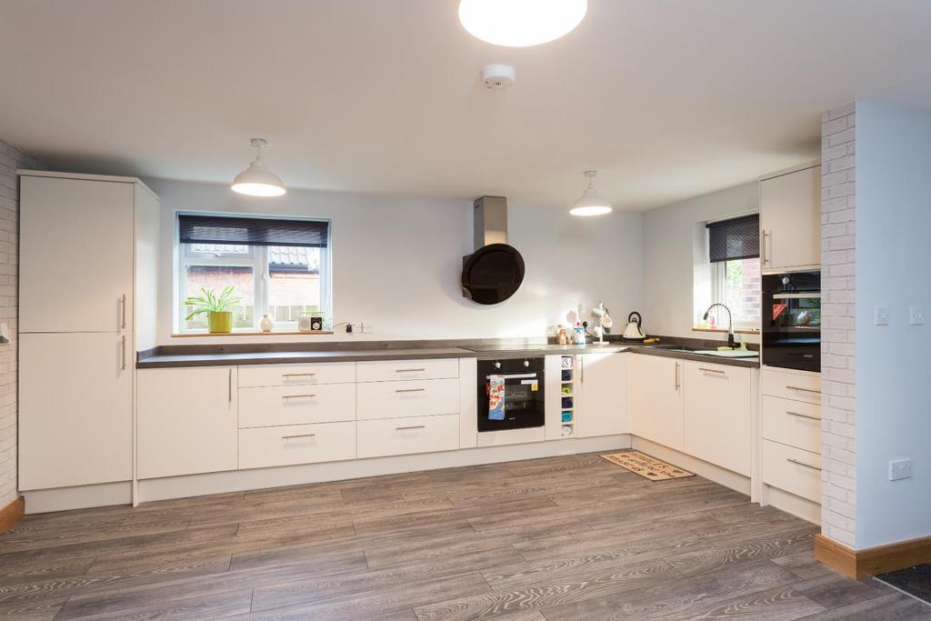 3 Bedrooms Semi Detached House for sale in Melrosegate, York