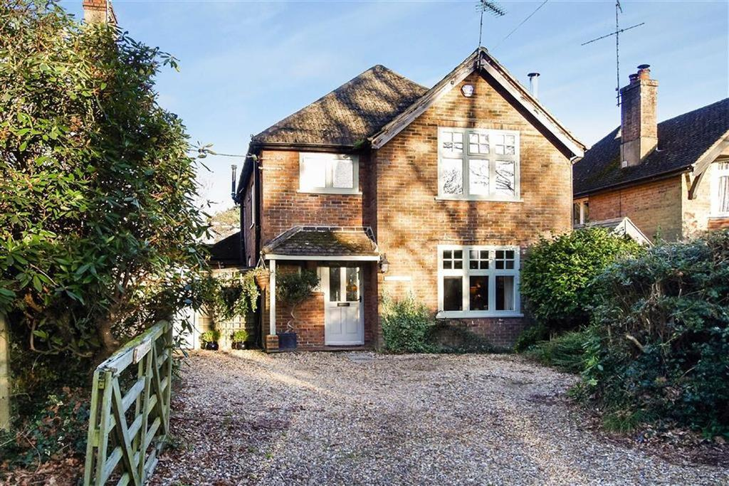 3 Bedrooms Detached House for sale in Holdfast Lane, Haslemere, Surrey, GU27