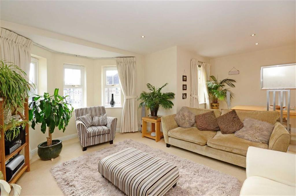 3 Bedrooms Flat for sale in 32, Folkwood Grove, Bents Green, Sheffield, S11