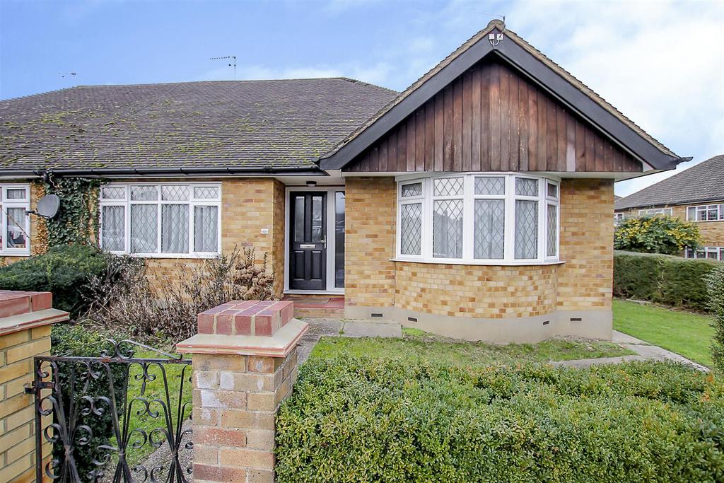 2 Bedrooms Semi Detached Bungalow for sale in Westbourne Drive, Brentwood