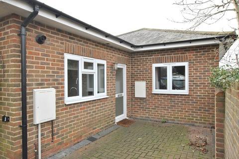 2 bedroom bungalow to rent - Emmer Green