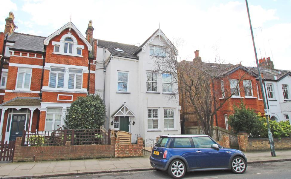 2 Bedrooms Apartment Flat for sale in St Margarets Road, East Twickenham