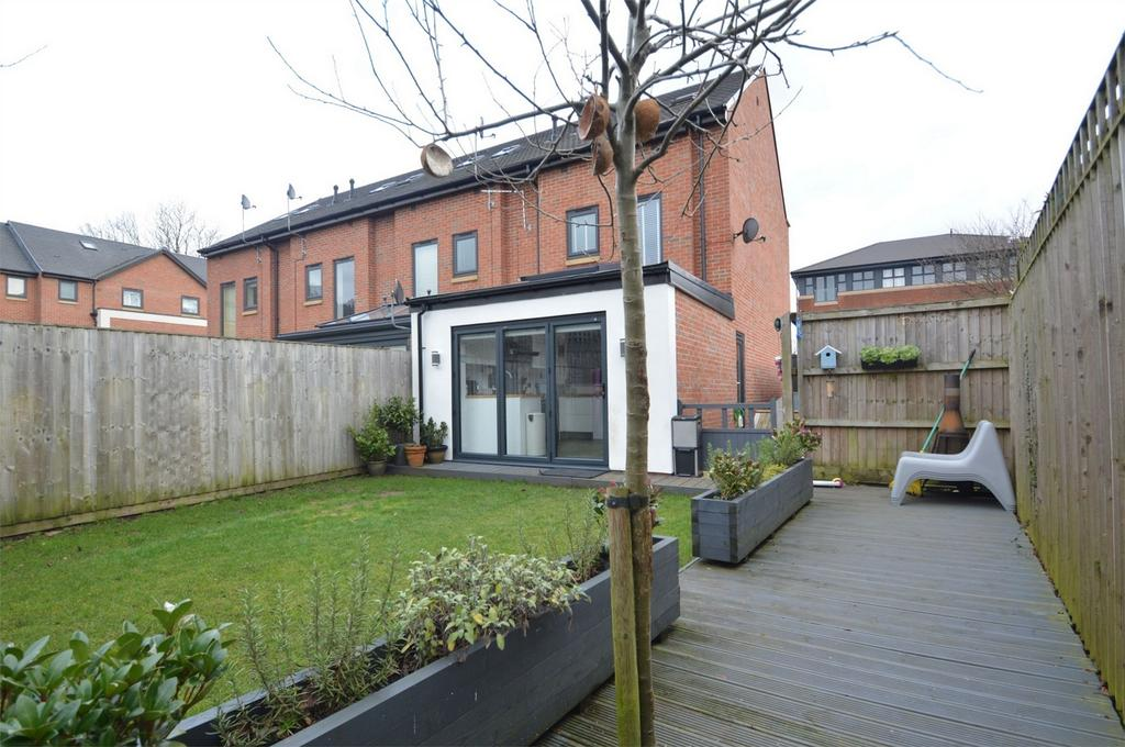 3 Bedrooms End Of Terrace House for sale in Danefield Road, SALE, Cheshire