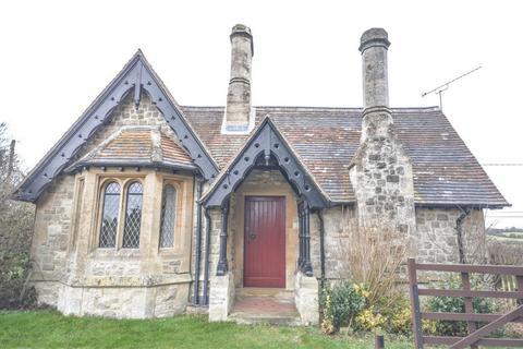 2 bedroom detached bungalow to rent - Hassobury, Farnham, Bishop's Stortford, Essex