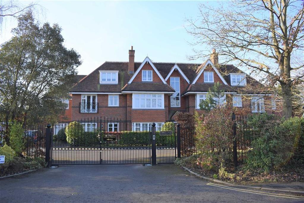 2 Bedrooms Apartment Flat for sale in Cobbett Court, Farnham, Surrey