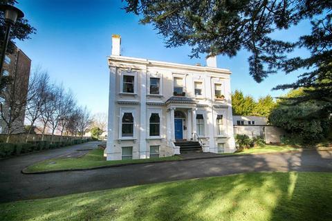 3 bedroom flat for sale - Evesham Road, Pittville, Cheltenham, GL52