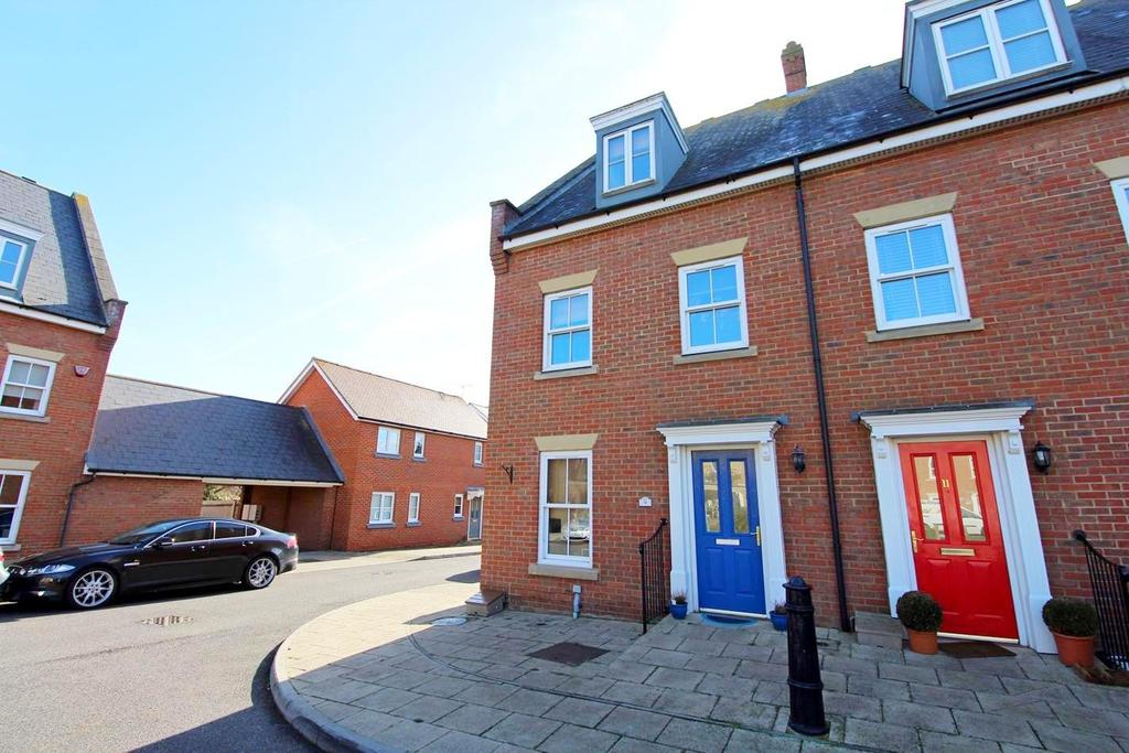 4 Bedrooms Town House for sale in Britten Crescent, Witham, Essex, CM8