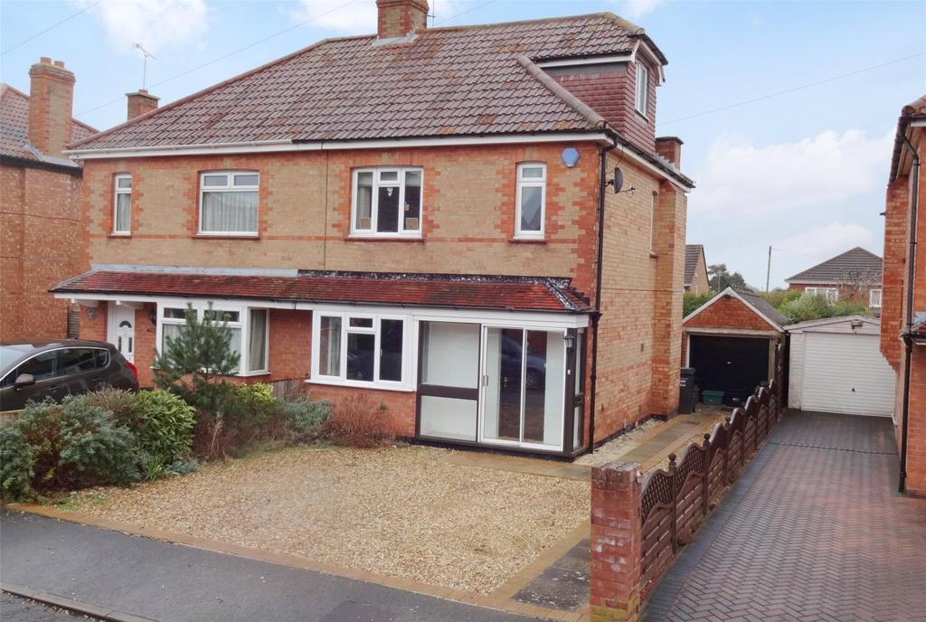 4 Bedrooms Semi Detached House for sale in Colin Avenue, Taunton