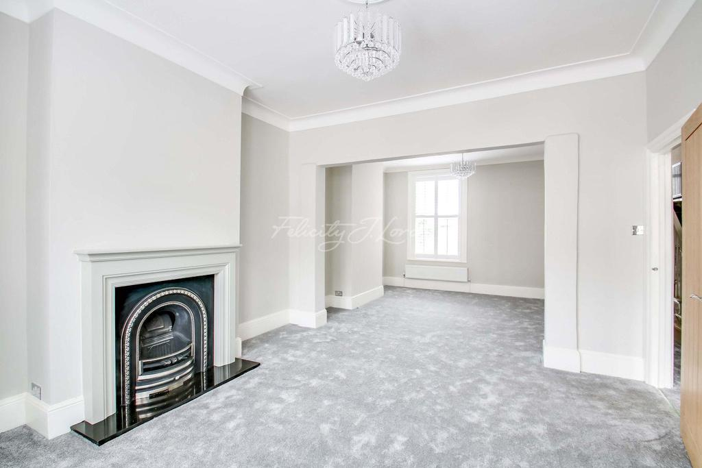 5 Bedrooms Terraced House for sale in Heathwood Gardens, Charlton, SE7