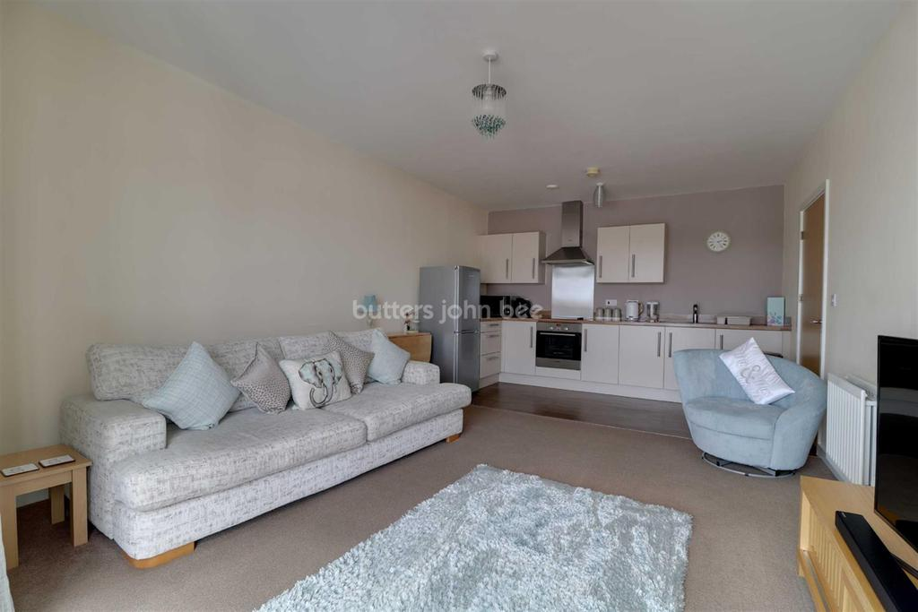 2 Bedrooms Flat for sale in Green Moors