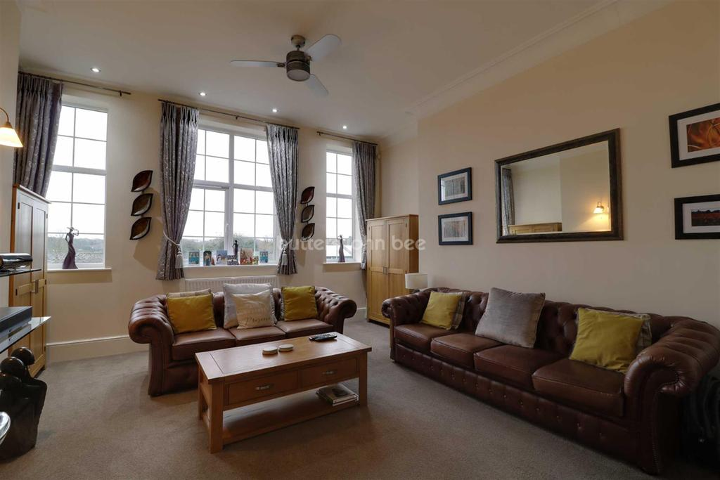 3 Bedrooms Flat for sale in Hartsbridge Road