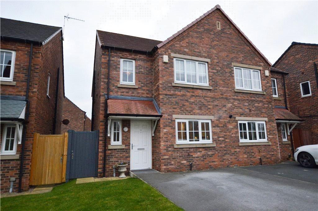 3 Bedrooms Semi Detached House for sale in Kielder Way, Woodlesford, Leeds