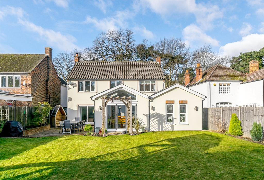 4 Bedrooms House for sale in Pine Grove, Windlesham, Surrey
