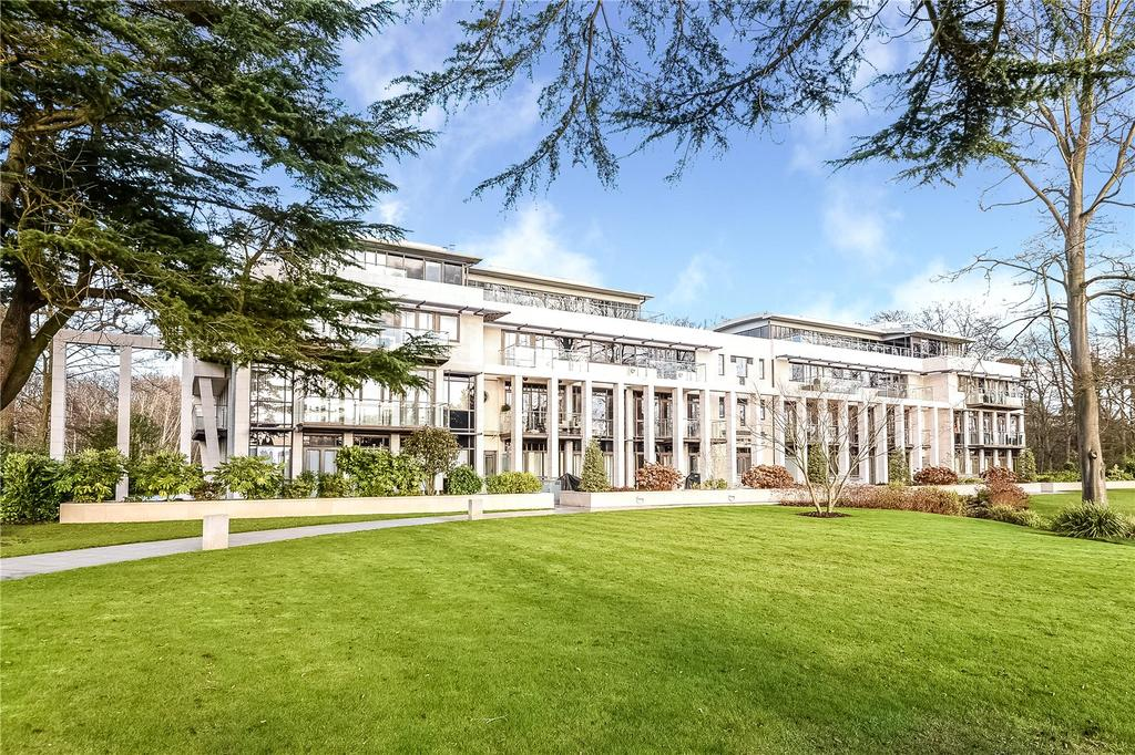 2 Bedrooms Flat for sale in Charters Garden House, Charters Road, Sunninghill, Berkshire, SL5