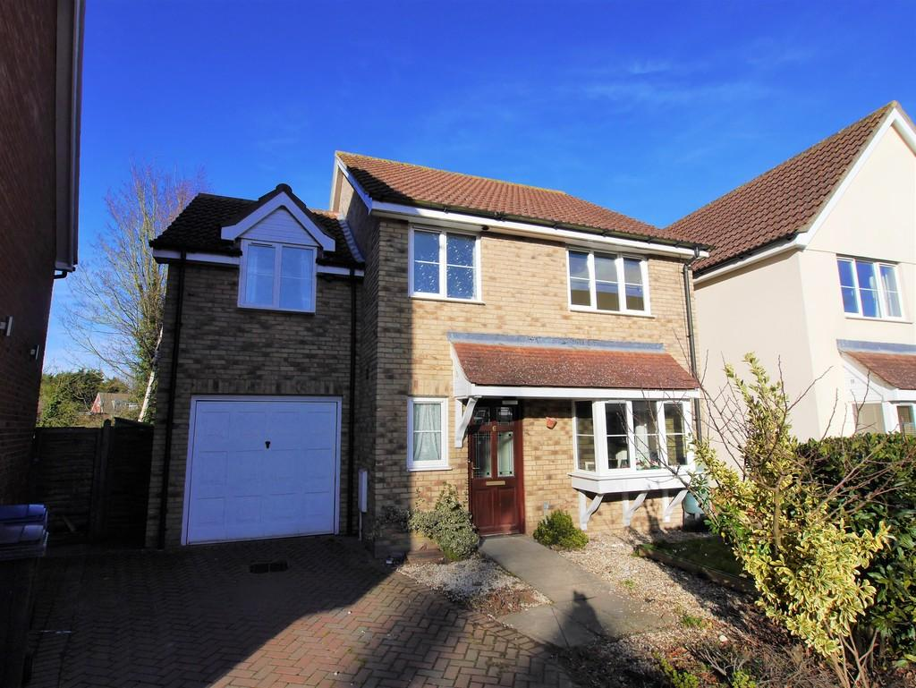 3 Bedrooms Detached House for sale in 6 Millers Close, Hadleigh, Ipswich, Suffolk, IP7 6GG