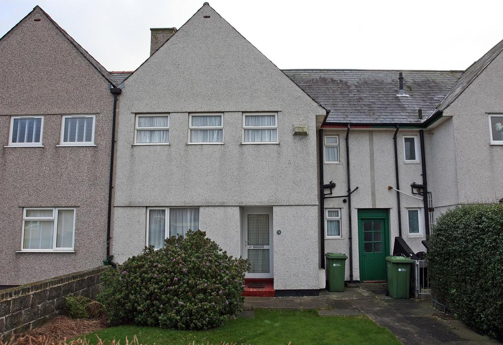 3 Bedrooms Terraced House for sale in Ffordd Jasper, Holyhead, North Wales