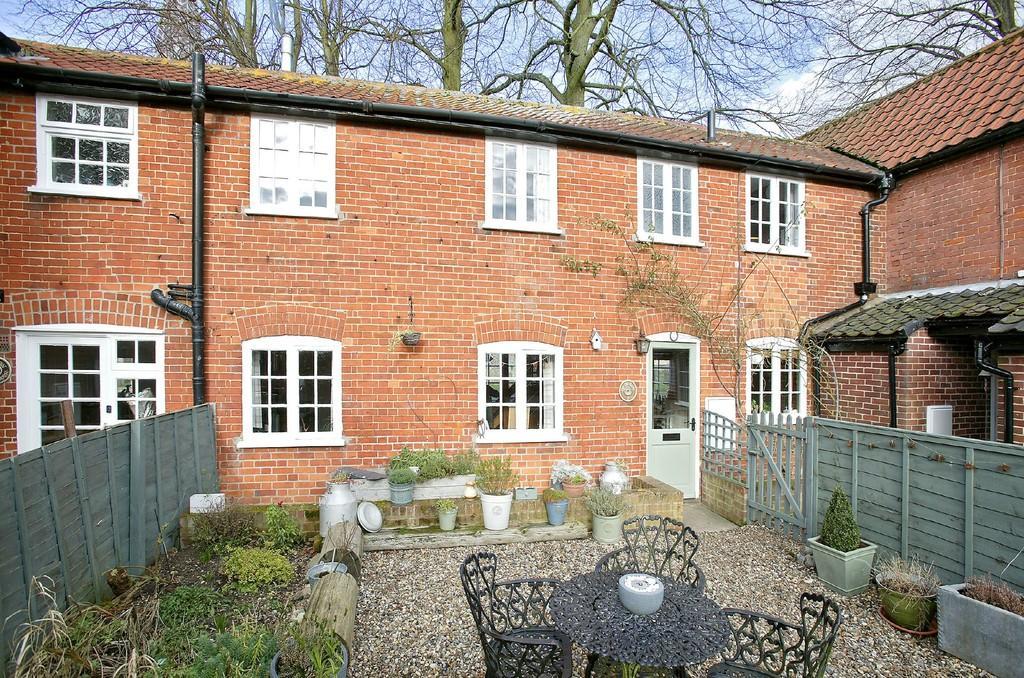 2 Bedrooms Terraced House for sale in Grammar School Yard, Church Lane, Banham