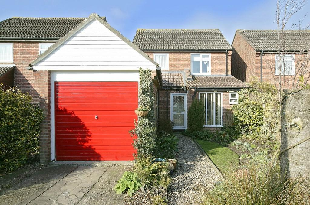 3 Bedrooms Detached House for sale in Woodside Park, Attleborough