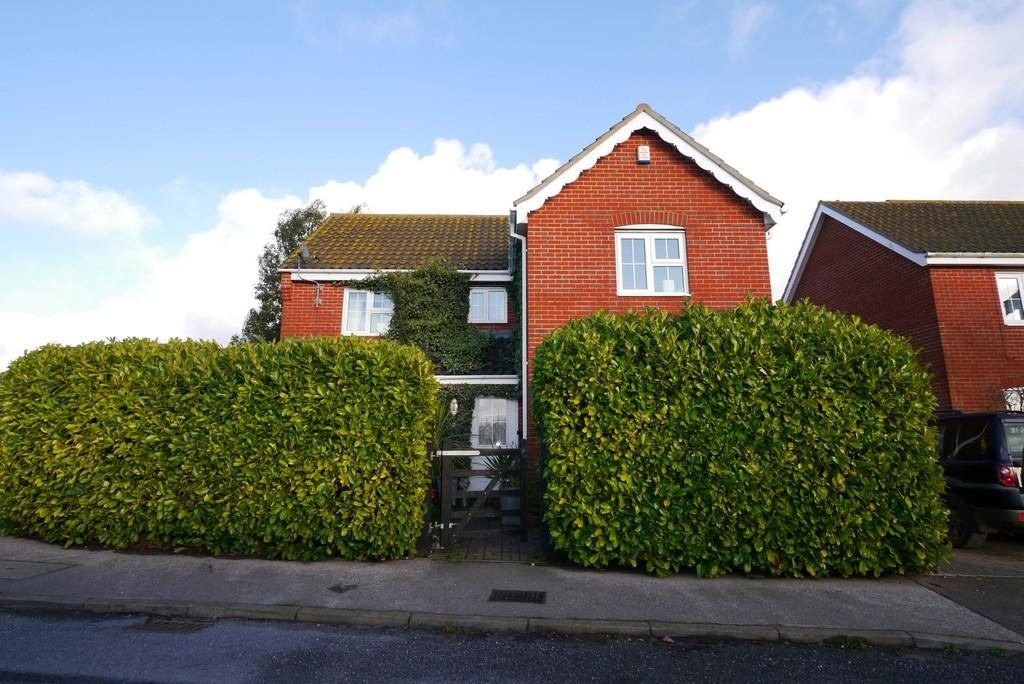 4 Bedrooms Detached House for sale in Ivy Lane, South Oulton Broad, Lowestoft