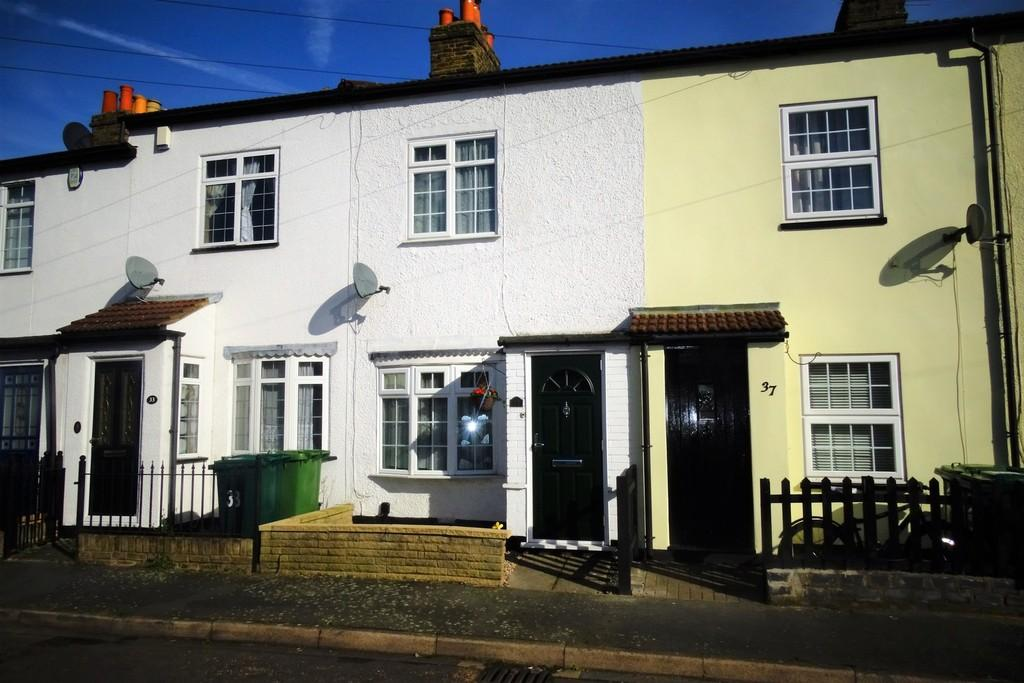 2 Bedrooms Cottage House for sale in Cambridge Road, Ashford, TW15