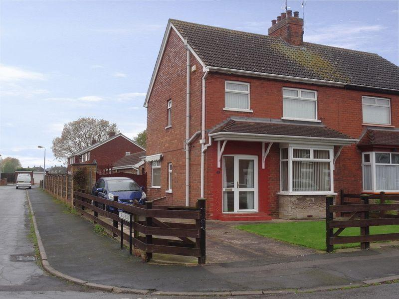 3 Bedrooms Semi Detached House for sale in Oxford Street, Scunthorpe