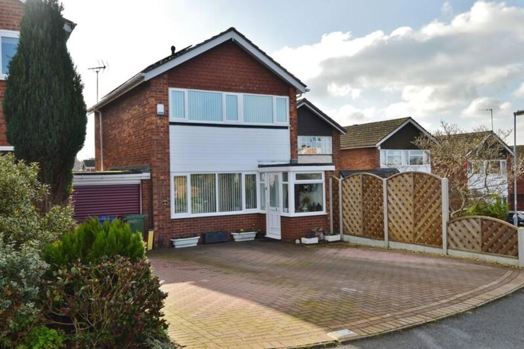 3 Bedrooms Link Detached House for sale in Greenfields Drive, Rugeley