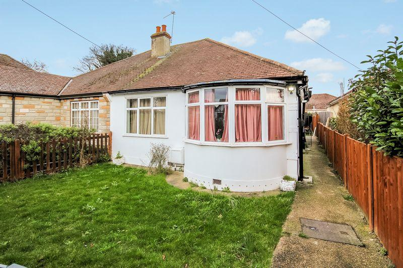 3 Bedrooms Semi Detached Bungalow for sale in Bywood Avenue, Shirley