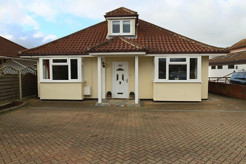 5 Bedrooms Detached House for sale in Beccles Road, Lowestoft