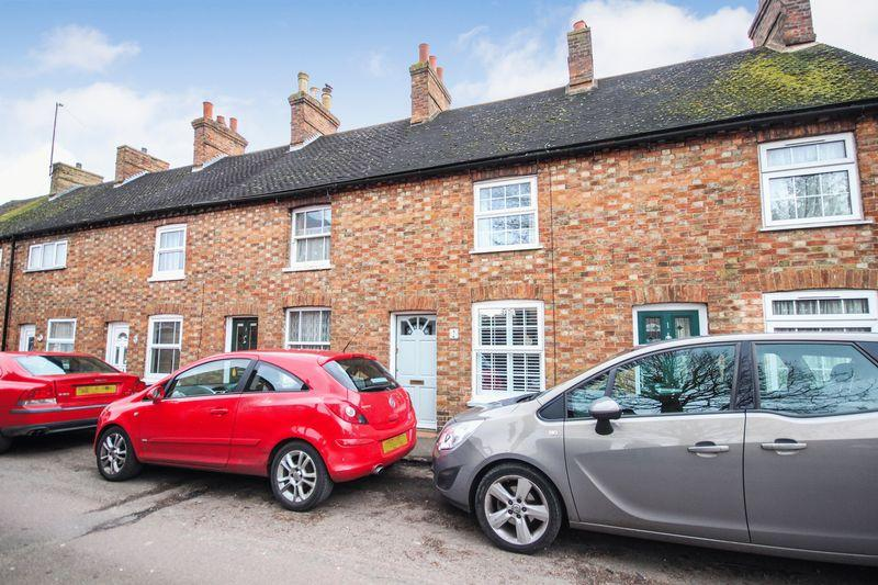 2 Bedrooms Terraced House for sale in Baker Street, Ampthill