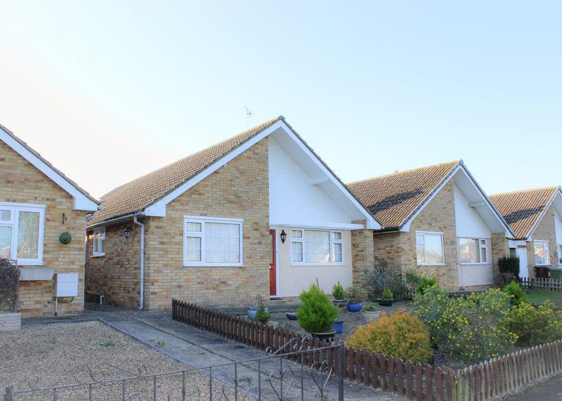 3 Bedrooms Bungalow for sale in Meadow Close, Grove