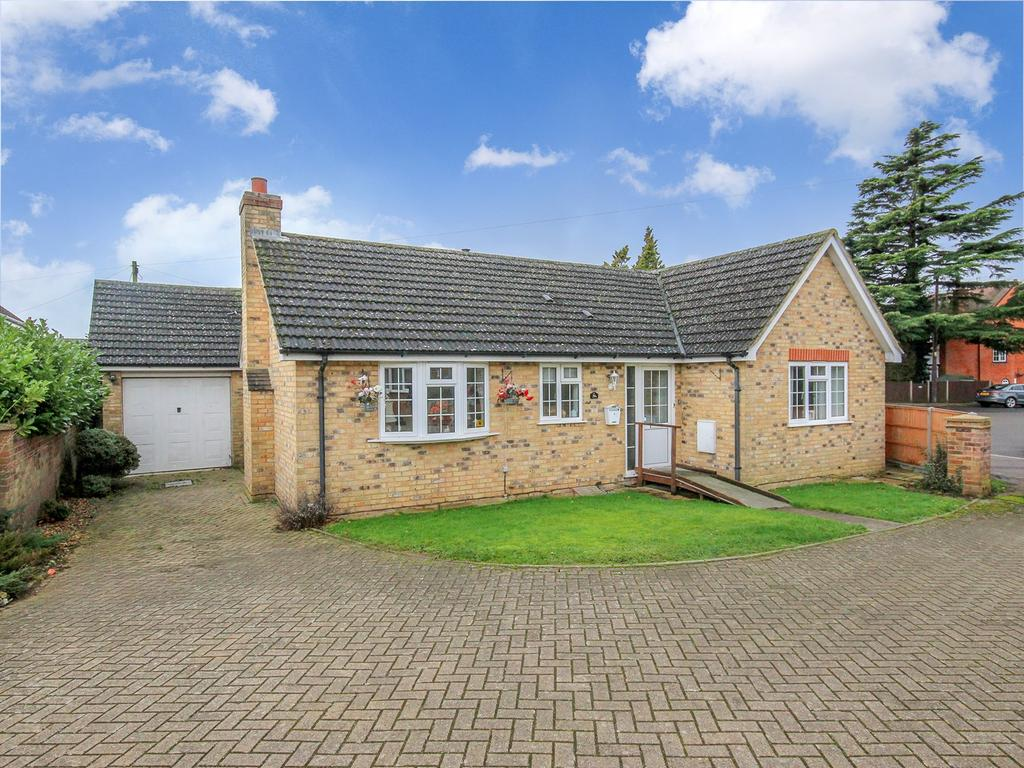 2 Bedrooms Detached Bungalow for sale in Church Road, Westoning, MK45
