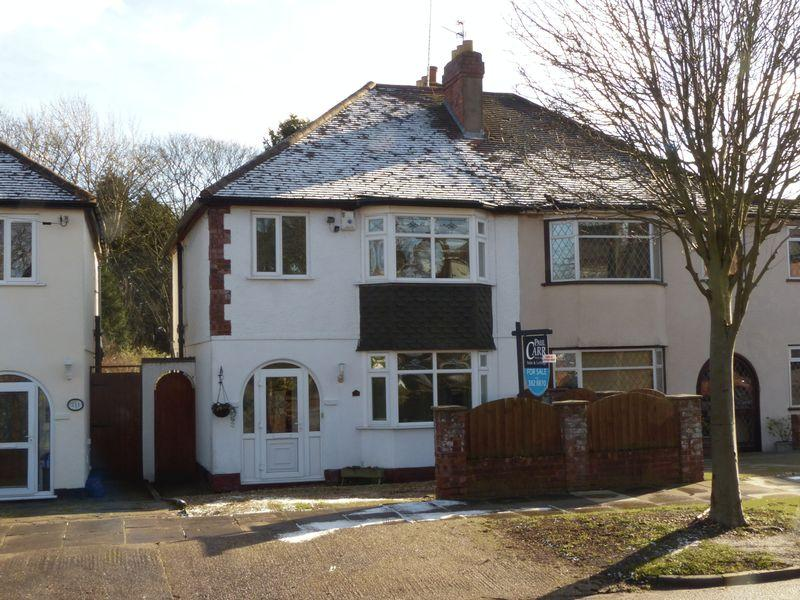 3 Bedrooms Semi Detached House for sale in Moor End Lane, Birmingham