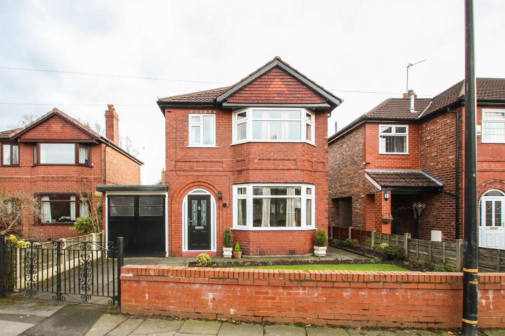 3 Bedrooms Detached House for sale in Highbury Avenue, Flixton, Manchester, M41