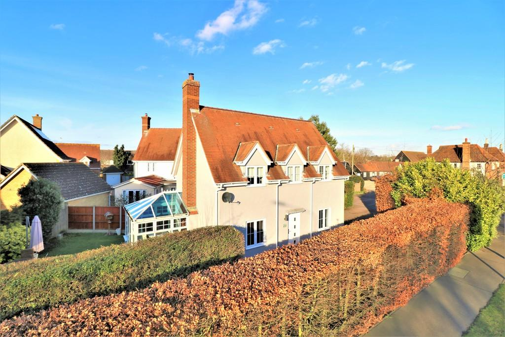 3 Bedrooms Detached House for sale in Barnfields, Stanway, CO3 0WL