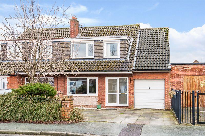 4 Bedrooms Semi Detached House for sale in St Peters Close, Lymm
