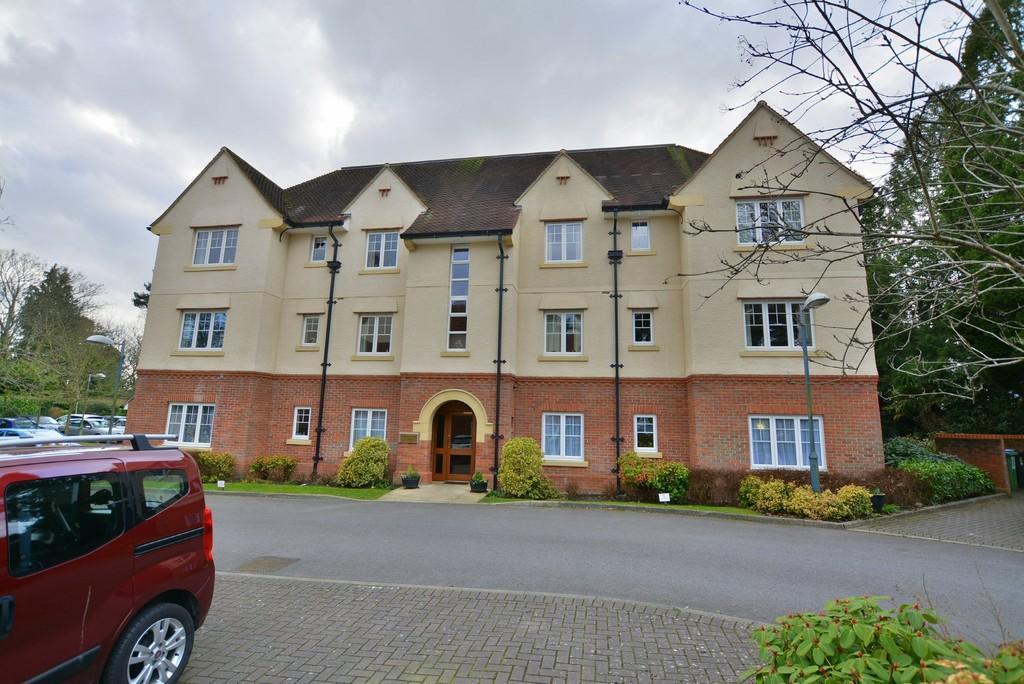 2 Bedrooms Retirement Property for sale in Ringwood Road, Ferndown