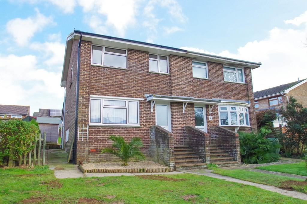 3 Bedrooms Semi Detached House for sale in Perowne Way, Sandown