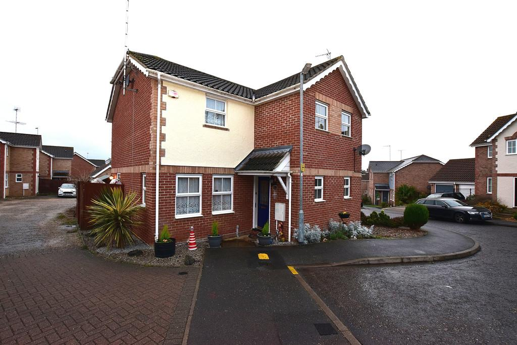 3 Bedrooms Semi Detached House for sale in Bulrush Close, BRAINTREE