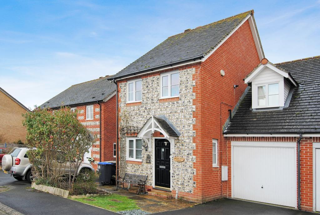 3 Bedrooms Semi Detached House for sale in Carleton Close, Amesbury, Salisbury, SP4 7TU