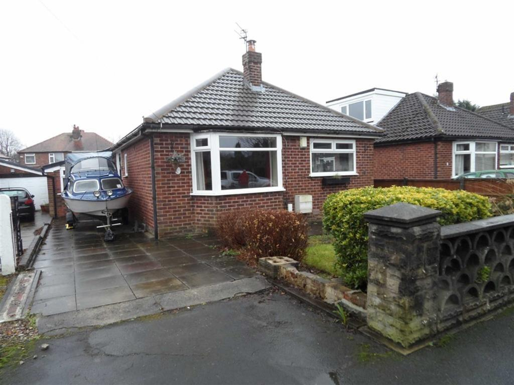 3 Bedrooms Bungalow for sale in Greenhythe Road, Heald Green