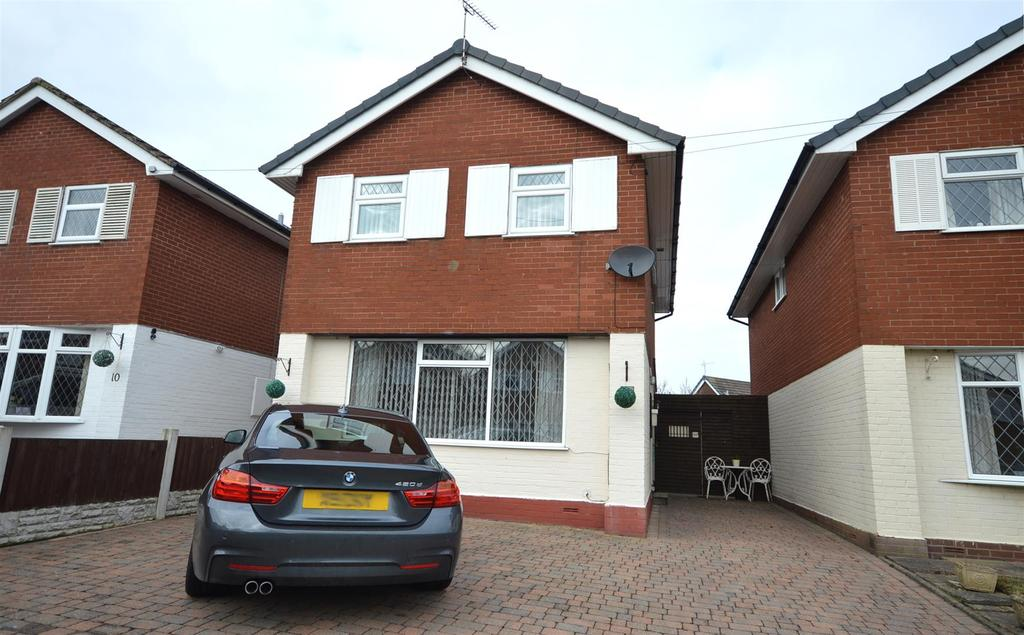 3 Bedrooms Detached House for sale in 8 Chapelmere Close, Elworth