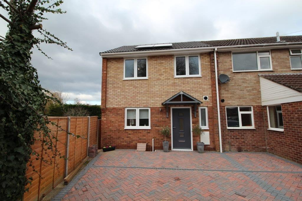 3 Bedrooms Terraced House for sale in Blossom Close, Botley SO30