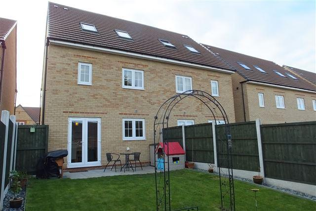 3 Bedrooms Semi Detached House for sale in Brownlee Close , Rotherham, S60 5FQ